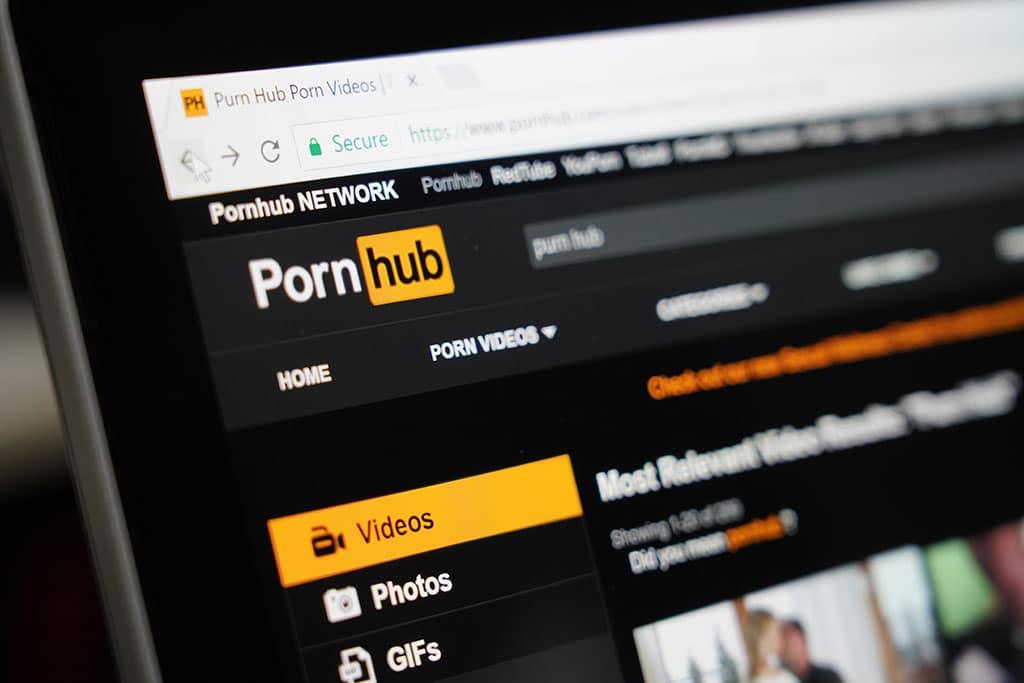 PornHub hat mehrere Millionen kostenloser Pornos von der Seite gelöscht