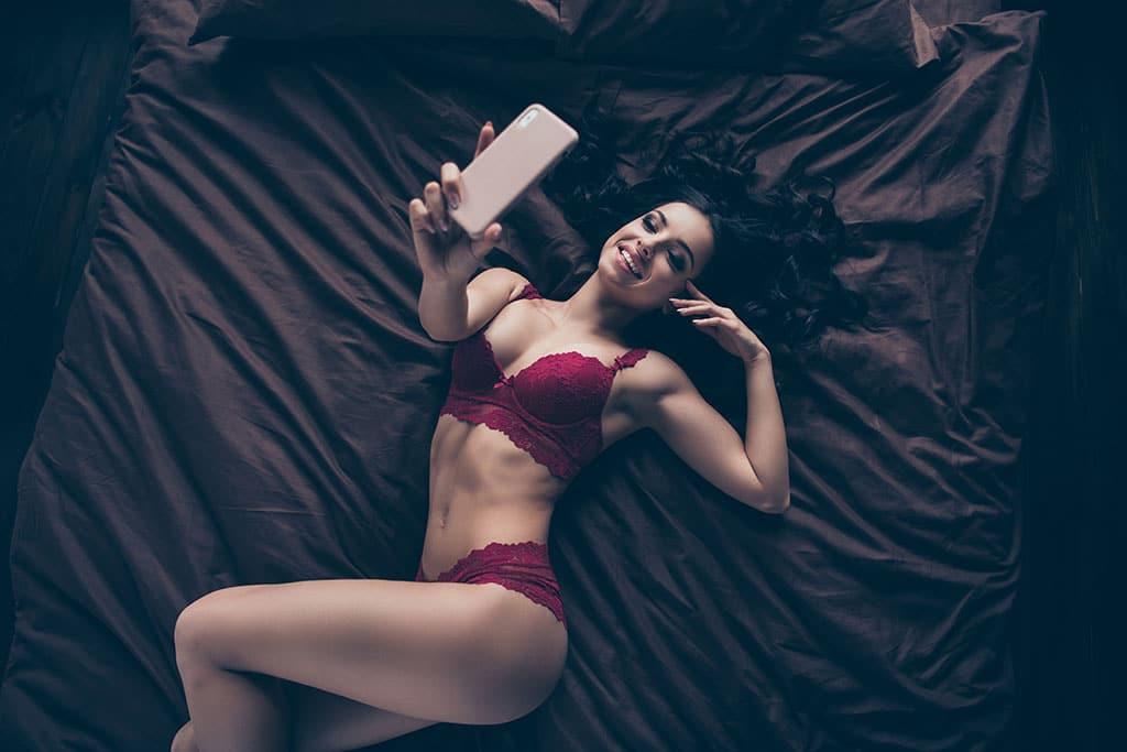 Sexting Kontakte finden sich leicht im Internet. Doch was erwarten sie?